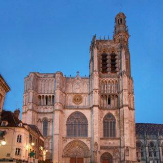 Façade de la cathédrale de Sens - Cl. X. Guillaume