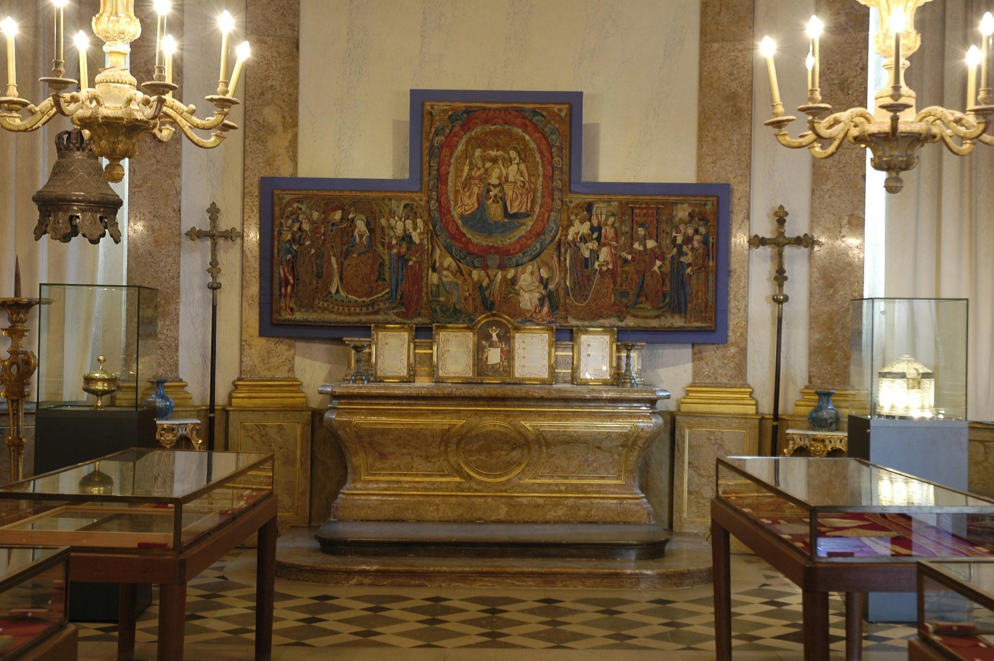 Trésor de la Cathédrale de Sens - Cl. Musées de Sens - E. Berry