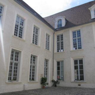 Cour du CEREP. Cl. Musées de Sens